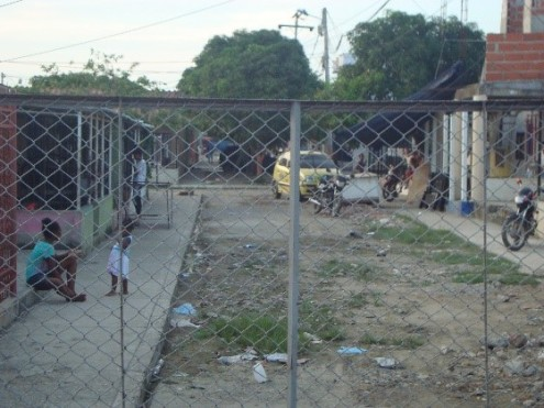 barrios aledaños CENTRO EDUCATIVO COLOMBIATON, GUSTAVO PULECIO GÓMEZ, FE Y ALEGRÍA