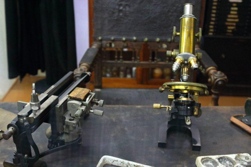 RYC_Microscope_02_2880-1720x1147